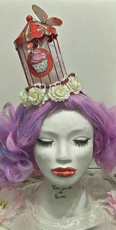 """Coiffe """"Candy Circus"""" 35€ Je crée également des coiffes sur mesures. Retrouvez moi sur Facebook https://www.facebook.com/bulledelise/?ref=bookmarks ou sur mon site internet www.labulledelise04.com I send in the world! :)"""