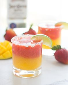 Wonderful Pic Fresh Strawberry Mango Margaritas - Making Thyme for Health Suggestions Strawberry and Strawberry Blueberry Smoothie Recipes Many common smoothie recipes have something in Mango Margarita, Margarita Recipes, Cocktail Recipes, Smoothie Recipes, Dinner Recipes, Drink Recipes, Summer Drinks, Fun Drinks, Beverages