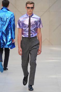 Burberry Prorsum - Já a camisa metalizada assim, sans nada por cima, not so much...