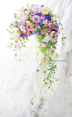 ウェディングの花の演出とブーケ。たった一日の花、でもいつまでも残る花を。 Beautiful Flower Arrangements, Wedding Flower Arrangements, Wedding Bouquets, Floral Arrangements, Wedding Flowers, Pastel Bouquet, Cascade Bouquet, Floral Bouquets, Bunch Of Flowers