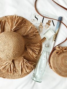 Tassel straw hat with woven bag, fragrance, magazine, and jewelry. Design Set, Floppy Straw Hat, Straw Hats, Flat Lay Photography, Product Photography, Summer Flats, Flatlay Styling, Summer Aesthetic, White Aesthetic