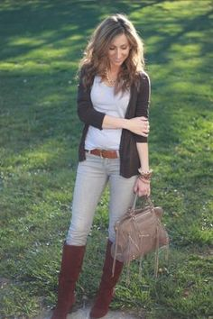 Fall Outfit: Black Cardigan + Grey Tee/T-Shirt + Grey Skinnies + Brown Belt + Chocolate Brown Suede Boots + Grey Bag + Chocolate Brown Scarf by annaisse Fall Winter Outfits, Autumn Winter Fashion, Fashion Spring, Brown Boots Outfit, Burgundy Boots, Look Formal, Winter Shirts, Boating Outfit, Casual Chic Style