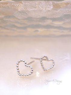 Tiny silver heart stud earrings - Romantic sterling silver earrings - Sterling Silver Earrings, Silver Jewelry, Heart Bracelet, Bracelets, Tiny Earrings, Jewelry Box, Romantic, Bangles, Jewelry Storage