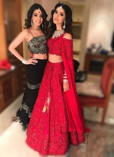 Ditch Dupatta's In Style With These Fake Look. Indian Attire, Indian Wear, Pakistani Outfits, Indian Outfits, Indian Designer Outfits, Designer Dresses, Moda Indiana, Indian Gowns Dresses, Eid Dresses