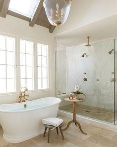 French bathroom with vaulted ceiling