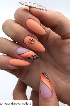 Want some ideas for wedding nail polish designs? This article is a collection of our favorite nail polish designs for your special day. Popular Nail Designs, Best Nail Art Designs, Fall Nail Designs, Fruit Nail Designs, Foil Nail Art, Foil Nails, Acrylic Nail Art, Trendy Nails 2019, Stylish Nails