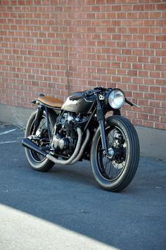 Black Tan CB550 build by Brady Young // Seaweed Gravel. ¡\/\/\/\!
