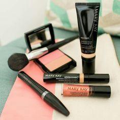 I love starting the week off right with SPF and my Fancy Nancy lip gloss. Let's find you a new fave! http://expi.co/016MuJ