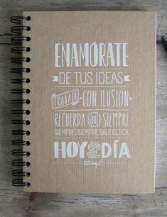 Frases en imperativo en la tapa de un cuaderno: