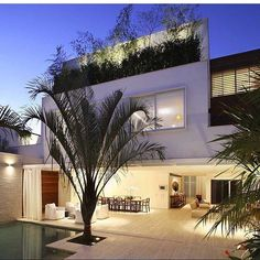 #mulpix Fachada com muito verde!   #blog  #construindominhacasaclean  #fachada  #arquitetura  #architecture  #casa  #casaclean  #paisagismo  #decor  #decoracao  #design  #interior  #interiordesign  #inspiracao  #inspiration