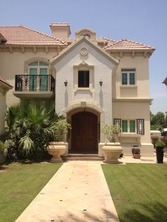 Our next home away from home. Villa in Jumeirah Islands.