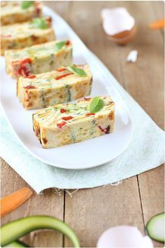 Omelette de légumes façon large zucchini 1 red pepper 1 carrot 1 sun dried tomato in oil 5 small basil leaves 4 eggs 2 fresh squares 5 cl of milk Salt and pepper Tapas, Vegetarian Recipes, Cooking Recipes, Savoury Baking, How To Cook Eggs, Crepes, Finger Foods, Appetizer Recipes, Love Food