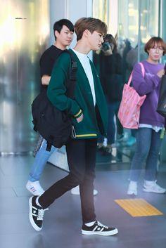 Fashion Idol, Boy Fashion, Jeno Nct, Airport Style, Airport Fashion, Entertainment, Yoona, Incheon, Nct Dream
