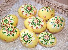 jarkakon / žlté maľované Polish Easter, Carved Eggs, Easter Egg Designs, Egg Drop, Easter Egg Dye, Ukrainian Easter Eggs, Easter 2020, Egg Decorating, Egg Shells