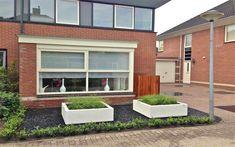 Planetsr in small front garden Small Front Gardens, Back Gardens, Outdoor Gardens, Outdoor Living, Outdoor Decor, Garden Spaces, Garden Inspiration, Garden Ideas, Garden Planning