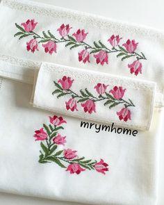 Beaded Cross Stitch, Cross Stitch Borders, Bookmarks, Elsa, Embroidery Designs, Cross Stitch Rose, Cross Stitch Patterns, Bath Towels & Washcloths, Cross Stitch Alphabet
