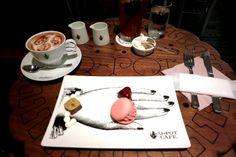 ร้าน Q-pot Cafe ในโตเกียว เดิมร้านนี้ขายจิวเวอรี่อย่างเดียว ตอนนี้เปิดเป็นร้านขนมเพิ่มด้วย ทำpresentationเสิร์ฟขนมได้เก๋มากเลย <3