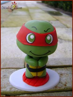 Kawabanga! Rafael from The Teenage Mutant Ninja Turtles made in cold porcelain (based on the work of Evilsherbear on Deviantart - http://evilsherbear.deviantart.com/art/Mini-Munny-Mikey-108882130?q=1=1 )