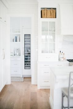 all white kitchen inspiration Contemporary Interior Design, Interior Design Kitchen, Design Bathroom, Interior Ideas, Layout Design, White Kitchen Inspiration, Home Design, All White Kitchen, White Kitchens
