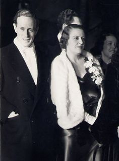 Leslie Howard and his wife Ruth at a Hollywood première