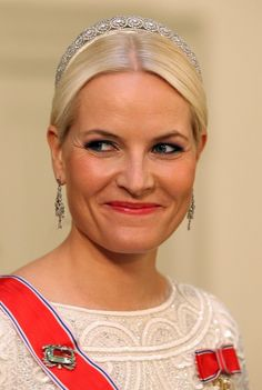 HRH Crown Princess Mette-Marit of Norway wearing the Diamond Daisy tiara at the Ruby Jubilee Gala of HM Queen Margrethe II of Denmark