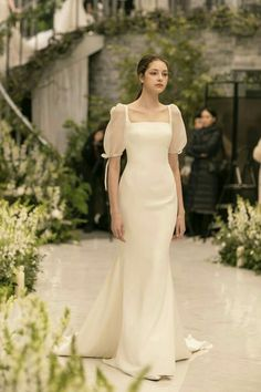 Minimal Wedding Dress, Plain Wedding Dress, Dream Wedding Dresses, Bridal Dresses, Bridesmaid Dresses, Civil Wedding Dresses, Elegant Dresses, Pretty Dresses, Vintage Dresses