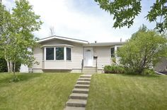 Nestled in the heart of Charleswood. A lovely 2 bedroom family home that has been tastefully renovated and freshley painted. For more details check out: http://www.Obeo.com/734697