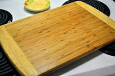 All Kinds of Yumm: How To Clean Your Cutting Board Diy Cutting Board, Wood Cutting Boards, Butcher Block Cutting Board, Woodworking Guide, Custom Woodworking, Woodworking Projects Plans, Diy Cleaning Products, Cleaning Solutions, Cleaning Hacks