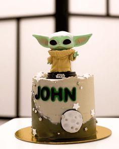 Pug Birthday Cake, Small Birthday Cakes, Aniversario Star Wars, Yoda Cake, Artist Cake, Marvel Cake, Cake Designs Images, 5th Birthday Party Ideas, Cake Name