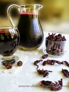 Ingredients: - 1 cup of dried pomegranate blossom - 3 pieces of cinnamon sticks . Greek Cooking, Cooking Time, Homemade Syrup, Grenade, Turkish Delight, Fruit Drinks, Delicious Fruit, Iftar, Turkish Recipes