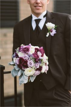 purple wedding bouquet as inspiration for colors