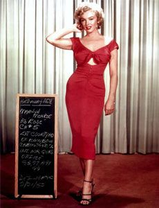 Marilyn Monroe, Niagara (1953) screen test. The red dress came out magenta on Technicolor (Monroe also appears in cyan and yellow). Costumes by Dorothy Jeakins.