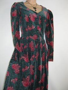 LAURA ASHLEY Vintage Christmas Rose Special by VINTAGELAURAASHLEY