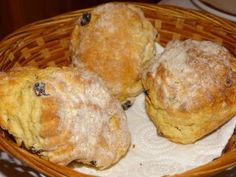 Sweet Irish Breakfast Scones Re self-rising flour: To make your own, combine 1 cup of all-purpose flour with 1 teaspoons of baking powder and teaspoon of salt. Breakfast Scones, Irish Breakfast, Breakfast Recipes, Scone Recipes, Bread Recipes, Second Breakfast, Breakfast Bites, Flour Recipes, Brunch Recipes