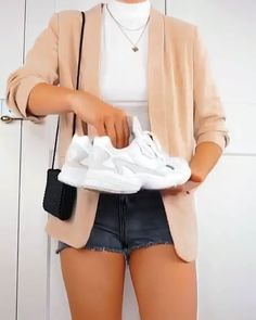 Outfit video from Andrew Page Summer outfits guide this years 2019 vol 71 ~ Litledress – … 65 geniale Sommeroutfits um diesen Moment nachzubilden 75 Litledress Rainy Day Outfit Ich brauche neue weiße Lieferwagen- # white- # Gene # ideas for … Fall Fashion Outfits, Casual Fall Outfits, Mode Outfits, Girly Outfits, Classy Outfits, Stylish Outfits, Summer Outfits, Sneakers Fashion Outfits, Gucci Sneakers