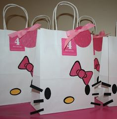@Dez Owen: Totally thought of you when I saw this: DIY hello kitty bags! Adorable!