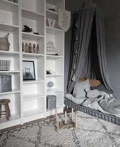 Na obrázku môže byť: interiér Baby Bedroom, Room Decor Bedroom, Girls Bedroom, Billy Ikea, Kids Corner, Nursery Inspiration, Kid Spaces, Girl Room, Home