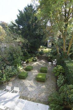 cobblestone patio designs 16 Formal Gardens, Outdoor Gardens, Back Gardens, Patio Design, Garden Design, Landscape Design, Patios, Stone Flooring, Ceramic Flooring