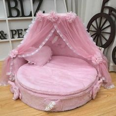 Luxury Dog Kennels, Luxury Pet Beds, Pet Kennels, Puppy Room, Puppy Beds, Pink Dog Beds, Personalized Dog Beds, Round Dog Bed, Cool Dog Beds