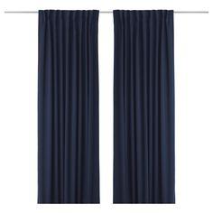 ✓998,- WERNA Zatemňovací závěsy, 1 pár - IKEA Rozměry výrobku Délka: 300 cm Šířka: 145 cm Váha: 1.00 kg Množství v balení: 2 ks   Základní vlastnosti - Závěsy nepropouští světlo, protože jsou vyrobeny z hustě tkané látky. - V zimě efektivně udrží venku chlad a v létě teplo. - Závěsy můžete používat na tyčích nebo kolejnicích na závěsy. - Řasící páska vám pomocí závěsových háčků RIKTIG usnadní nařasení. - Závěs můžete zavěsit na tyč na závěsy za skrytá poutka nebo pomocí kroužků a háčků.