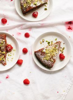 Gluten-Free Honey Almond Cake with Raspberries, Orange and Pistachios - Cookie and Kate Gluten Free Desserts, Gluten Free Recipes, Dessert Recipes, Dessert Healthy, Breakfast Recipes, Healthy Food, Sin Gluten, Honey Almonds, Pistachios