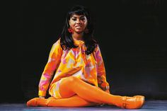 Songbird Tammi Terrell, from Motown.Her singing partner was Marvin Gaye. I love her dressed in these colors.Even down to the red cube go-go earrings. Tammi Terrell, Soul Singers, Female Singers, Vintage Black Glamour, Vintage Floral, Old School Music, Women In Music, Marvin Gaye, Northern Soul