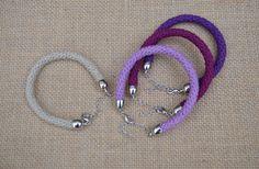 Flight of Fancy free crochet pattern bracelets.Video (use translate feature) here: https://www.youtube.com/watch?v=nXzZOBHcOUo