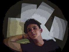 LIVRE PARA CRIAR As páginas brancas das folhas de papel demonstram uma visão particular minha sobre o mundo./ Não um mundo sem vida, mas como uma folha em branco, esperando para ser manchada de criatividade e ideias./ A arte é minha vida, e as páginas em branco representam minha sede por criatividade, e minha minha mente, ávida por pela pintura e desenho, procura cada vez mais expressar essa vontade dentro de mim, de criar.  Lucas Lourenço  - 1002