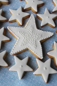 ♡♡ cookies by Alison Lawson Cakes Christmas Star, Christmas Treats, Christmas Cookies, Christmas Biscuits, Iced Biscuits, Jesus Birthday, Star Cookies, Galletas Cookies, Winter Theme