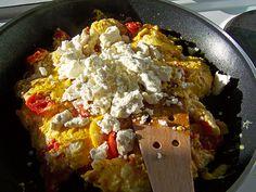 Rührei mit Tomaten und Feta-Käse