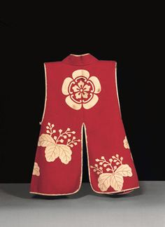 Velvet Jinbaori (Surcoat) with Mokkō and Paulownia Mon (Insignia) Edo period, late 16th century. Wool; H. 38 1/2 in. (97.9 cm); W. 21 1/2 in. (54.5 cm) Ōsaka Castle Museum
