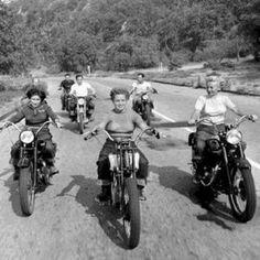 - Wicked 20 Vintage Motorcycle Photography / … Manchmal ist es s… Wicked 20 Vintage Motorcycle Photography / … Sometimes it's nicer … – Vintage Motorcycle – - Motos Vintage, Vintage Bikes, Vintage Stuff, Harley Davidson, Lady Biker, Biker Girl, Foto Picture, Cafe Racer Girl, Wicked