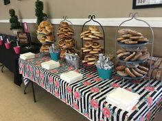 Muffins with Mom bagel bar at St. Catherine of Siena School, Rialto CA - My Hobbies Santa Breakfast, School Breakfast, Mothers Day Breakfast, Teacher Appreciation Breakfast, Appreciation Gifts, Muffins For Mom, Coffee And Bagel, Hospital Table, Bagel Bar