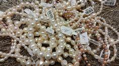 Auswahl an Perlenketten aus dem trauringwerk.com #wedding #pearls #perlen #goldsmith #goldschmied #handmade #handarbeit #vaihingenenz